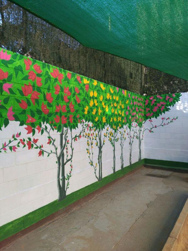 Revestimiento liso en el patio de la escuela Sant Pere Nolasc